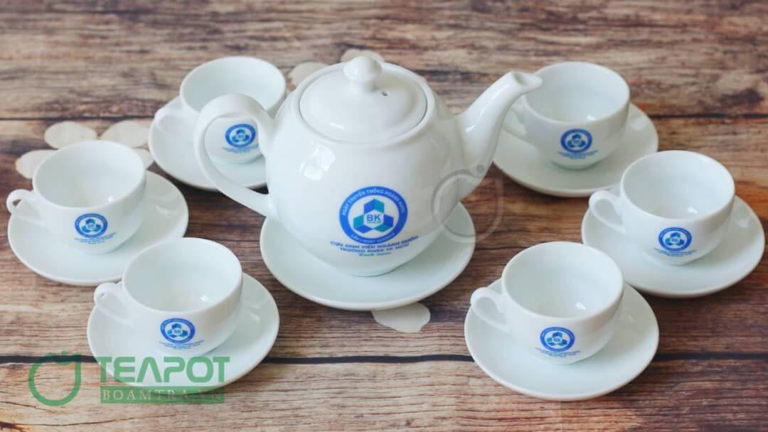 Bộ bình trà sứ trắng in logo Đại học Bách Khoa