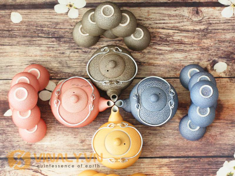 BBộ ấm trà Vinaly men co gồm 1 ấm trà và 6 tách + khay